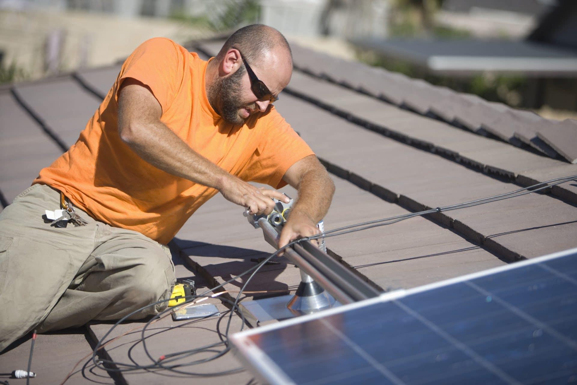 איך עובדים פאנלים סולאריים