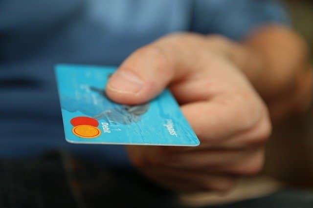 הוראת קבע vs חיוב בכרטיס אשראי